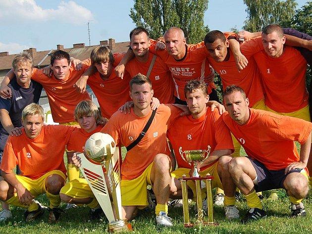 Futsalisté Olympiku Mělník obhájili prvenství na turnaji v Sokolově.
