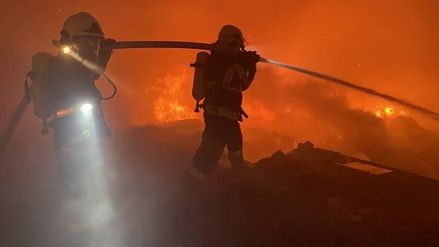 Požár tartanu v Kralupech.