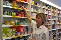 V mělnické lékárně Centrum, kde působí i Marta Krpálková (na snímku) nové opatření vítají.