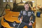 Za volantem auta, které spodporou Renault Sportu vyvíjí švýcarská stáj Vukovič Motorsport, se objevil mělnický závodník Tomáš Pekař.