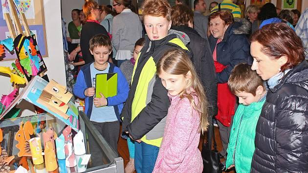 Vernisáž výstavy prací mladých tvůrců ze ZŠ 28. října v Kralupech - Mikovicích.