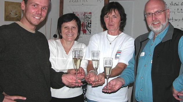 Zastupitelé za TOP 09 (zleva) Ondřej Tichota, Marie Housková, Alena Herinková a Milan Schweigstill. Na snímku schází Dalibor Ullrych, který byl v době voleb v zahraničí.