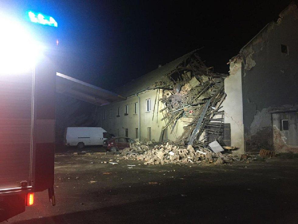 Z exploze v bytovém domě v Tursku 28. října 2020.