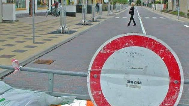 Zábrany v neratovické ulici 28. října už jsou jen symbolické, ve středu definitivně zmizí.