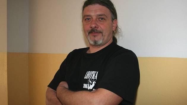 """Roman Novák si dal na letošním výběru kapel opravdu záležet. Podle něj zaujmou jak mladší poluchače, tak starší """"bigbíťáky""""."""