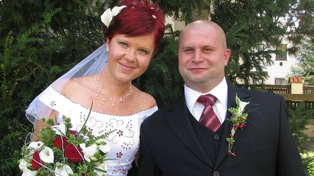 Petra Paulenová ze Siřejovic a Zdeněk Truksa z Vlíněvsi uzavřeli sňatek na mělnickém radničním dvoře 7. stpna 2009 v 10.30 hodin.