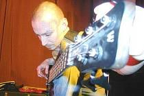 Kytarista kapely The Switch