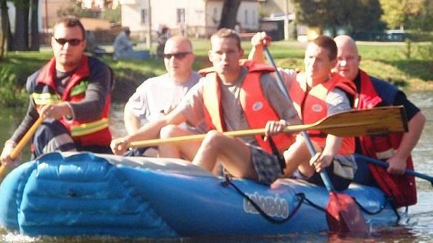 Vehlovičtí hasiči mají k dispozici i raft.