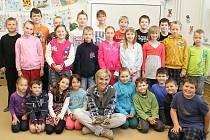 S Martinou Sypeckou a dvěma želvičkami se vyfotily děti z celé ledčické školy.