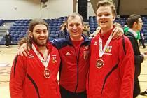 Karatisté mají dvě bronzové medaile, které pomohli vybojovat Pepíno Pacovský a Ondra Žampach.