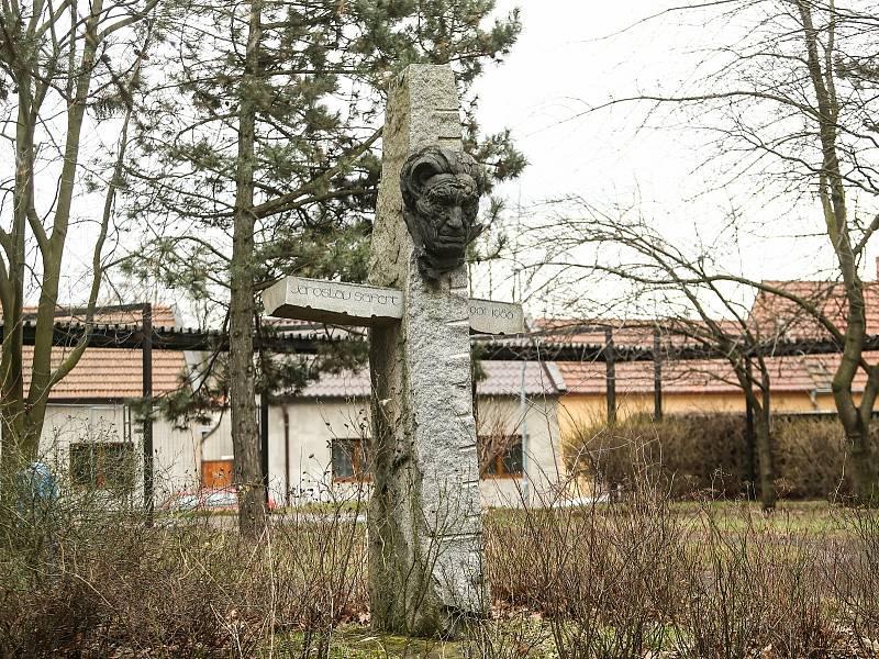 Pomník nositele Nobelovy ceny za literaturu Jaroslava Seiferta v Kralupech nad Vltavou.