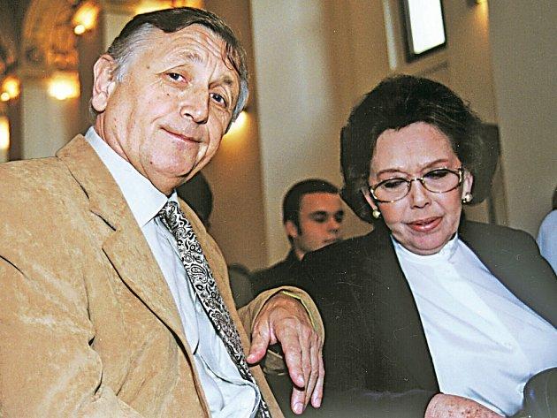 Režisér Jiří Menzel s herečkou Jiřinou Jiráskovou, která hraje v jeho novém filmu Sukničkáři.