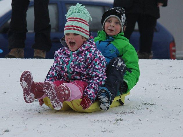 Mělnické děti si užívaly sněhu.