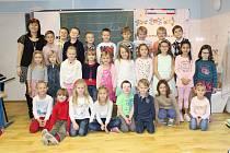 Žáci 1. třídy ZŠ Tišice s paní učitelkou Michalou Křídovou.