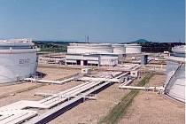 Cetrální tankoviště ropy v Nelahozevsi.