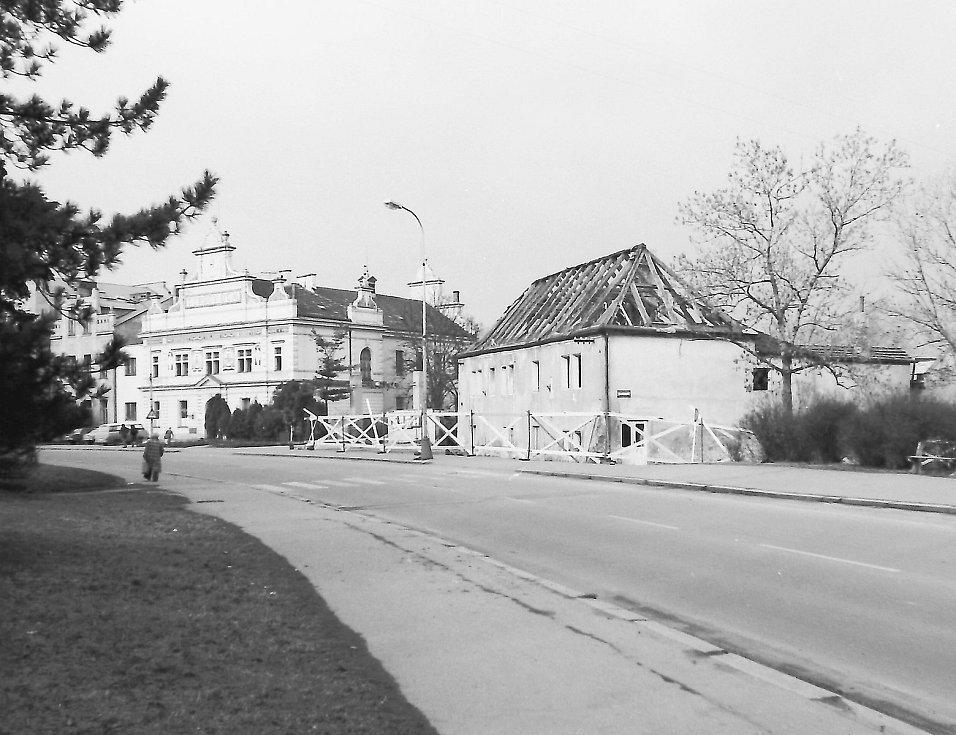 V přízemí Katovny bývala drobná provozovna - čistírna peří a v prvním patře byly byty. Ve dvoře pak byly hospodářské budovy.