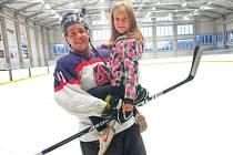 NEKONČÍ. Mezi největší fanynky Martina Příhody rozhodně patří jeho dcera Vaneska. Také ona má podle slov zkušeného hokejisty podíl na tom, že i nadále pokračuje v kariéře.