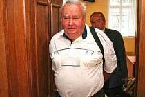 VÝPRAVČÍ  Ladislav Tomek odcházel včera od soudu spokojený,  kauza ale nekončí, státní zástupkyně se protiverdiktu hned odvolala.