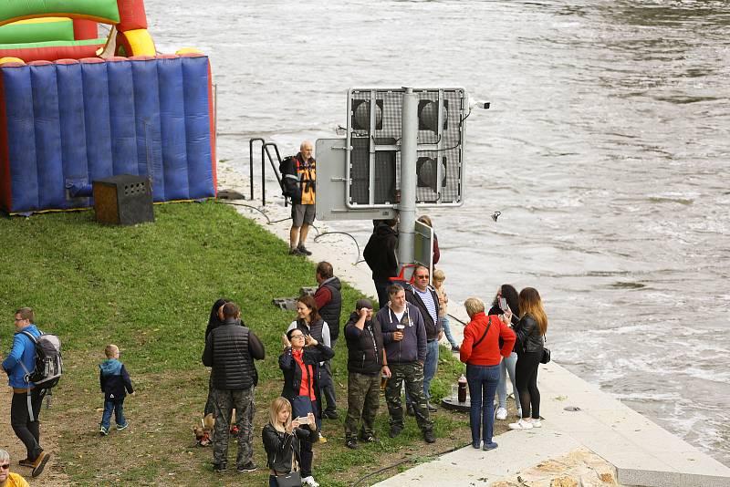 Slavnostní zprovoznění plavební komory v Hoříně 18. září 2021.