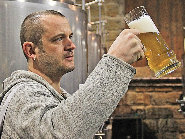 Sládek lobečského pivovaru Tomáš Fencl.