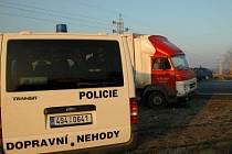 Nehoda na dálničním nadjezdu u Nové Vsi, který patří ke kritickým dopravním úsekům, neměla naštěstí vážné následky.