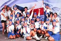 Choreografie, kterou vymyslela Sára Klímová (zcela vpředu ve stříbrné sukni a lodičce) se mělnickým mažoretkám podařila na jedničku, v kategorii Baton Classic vybojovaly titul vicemistryň Evropy.