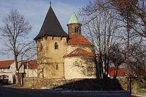 Tuto rotundu  Narození Panny Marie v Holubicích zapůjčila kralupská farnost na delší dobu obci.