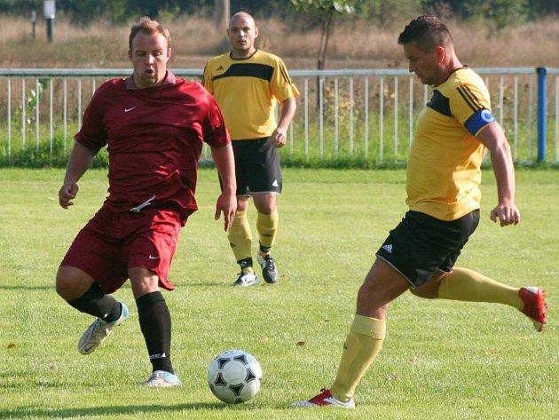 Sokol Tuhaň (v rudém) - Sokol Čečelice (1:8); 1. kolo IV. třídy; 23. srpna 2015