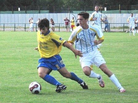 Zcela stejným výsledkem jako v Rakovníku si ovčárští fotbalisté poradili i v dalším díle herní přípravy doma s týmem Staré Boleslavi. V obou případech u toho byl Martin Kovařík (vlevo), který se vrací do sestavy Sokola po dlouhodobém zranění.