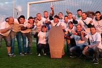 POSLEDNÍ SBOHEM. Fotbalisté Horních Počapel se mohli po skončení sezony rozloučit s třetí třídou, pro novou sezonu si totiž zajistili účast v okresním přeboru.