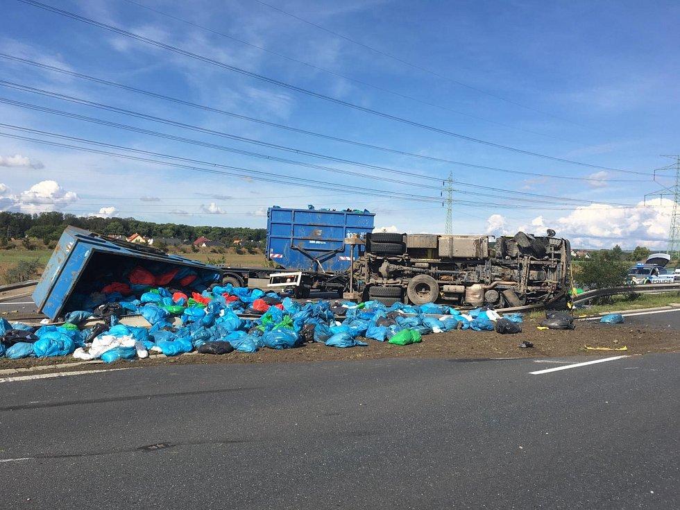 Dálnici D8 zablokovala nehoda kamionu a dodávky