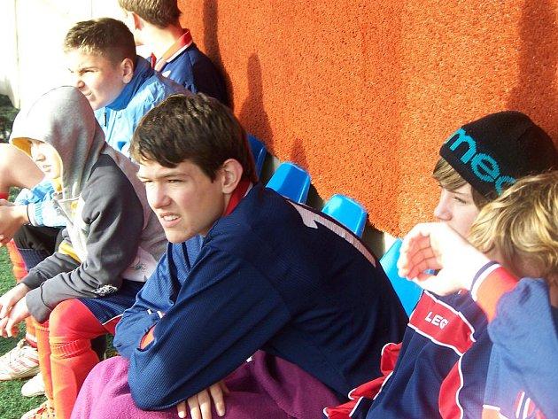 Starší žáci Velkého Borku během turnajového utkání na pražské Admiře.