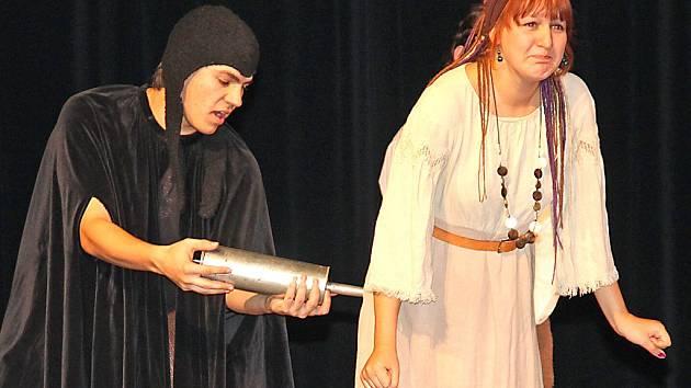 Ve zpěvohře Libushe vystupuje až pětadvacet herců.