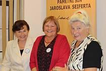 Nejlepší letošní autorky soutěže poetů,  vítězka Marta Urbanová (zprava), Jindra Lírová a Svatava Mášová.