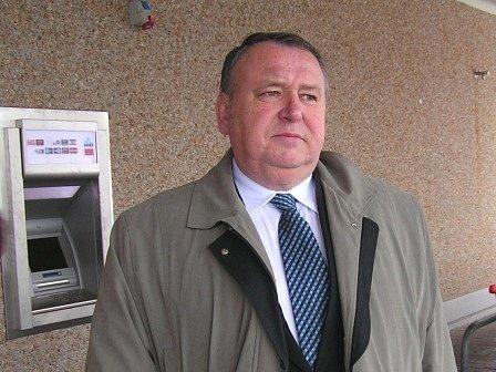 Mělnický starosta Miroslav Neumann tvrdí, že rada města by mohla bez problémů fungovat i v pěti lidech.
