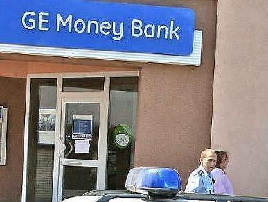 Je to pár dní, co byla přepadena pobočka GE Money bank v Mladé boleslavi. Mají tyto případy společné pachatele?