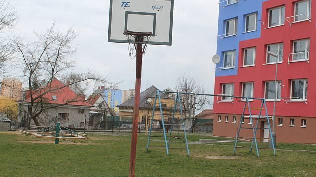 Současná podoba hřiště na Slovanech.