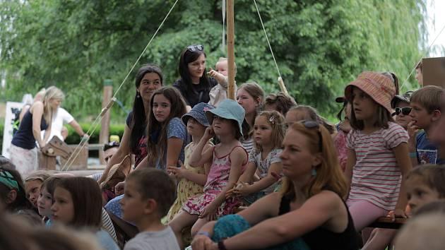 Jednodenní festival Za vodou v Kralupech nad Vltavou.