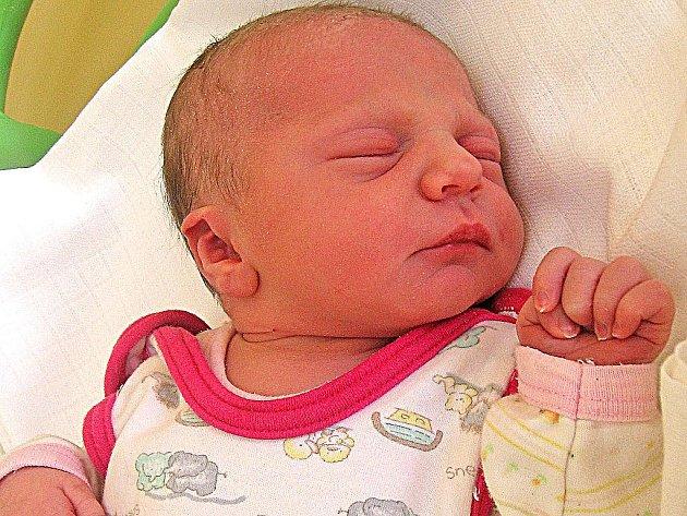 Alžběta Strachová se rodičům Janě a Jaroslavovi z Křivenic narodila 21. února 2011, vážila 3,28 kg a měřila 50 cm. Na sestřičku se těší 10letý Honzík a 5letý Ondra.