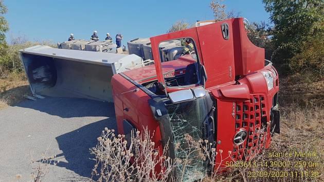 Nehoda kamionu na D8.
