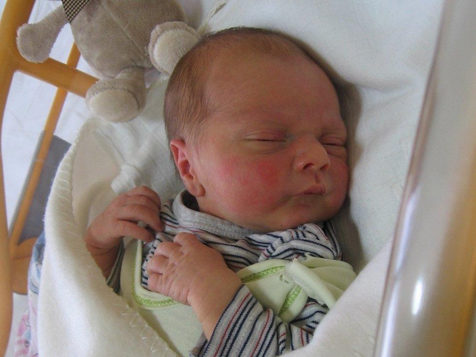 Filip Benda se rodičům Petře Slaninové a Karlu Bendovi z Mělníka narodil v mělnické porodnici 9. ledna 2015, vážil 3,53 kg a měřil 50 cm.