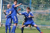 Fotbalisté Kel (v červeném) doma porazili rezervu Českého Brodu 2:0.