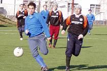 Po dvou vysokých výhrách fotbalisté Neratovic v přípravě poprvé prohráli.