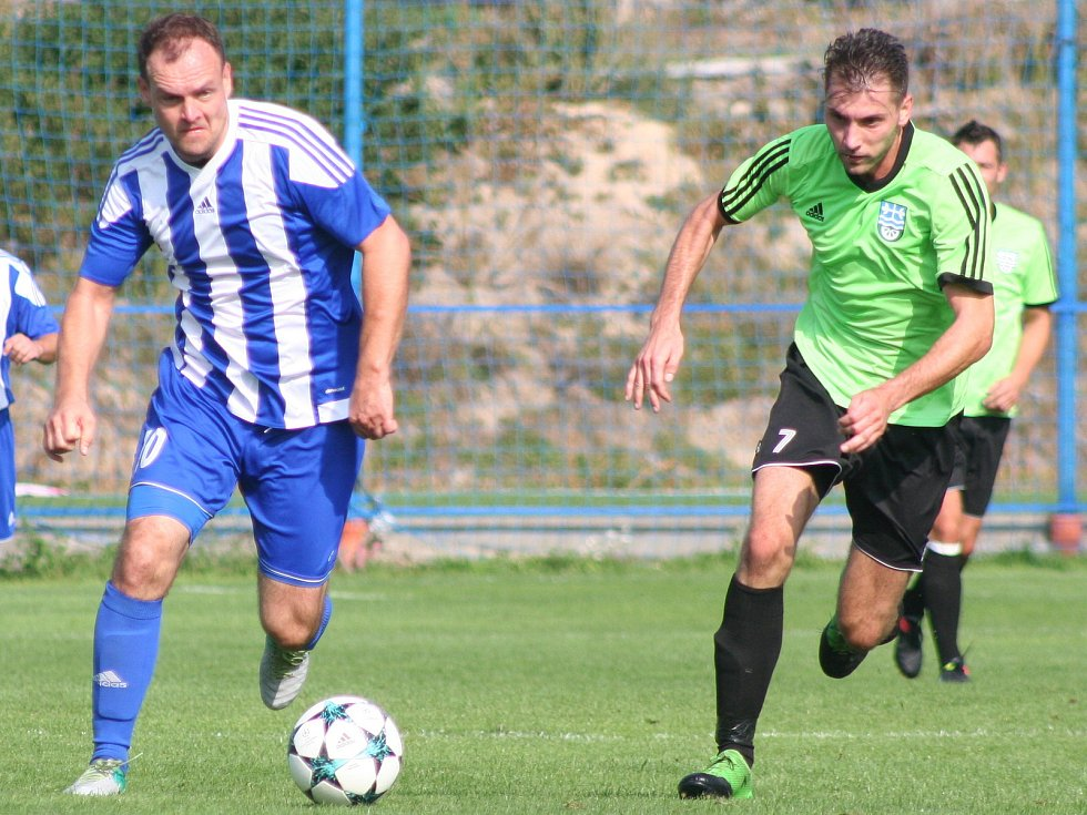Dušan Kudela (vlevo) je po zranění zpátky na hřišti a hned ve svém druhém podzimním startu za Kly zaznamenal pět gólů.