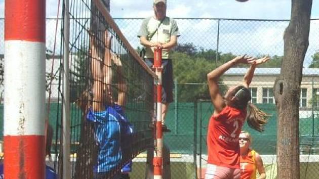 Vítězství si odneslo družstvo Tatranu Střešovice, které zvítězilo nad děvčaty z Orionu Praha.
