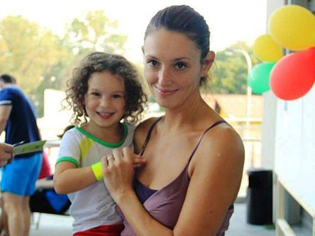 Mirka Dobsová se účastnila Běhu naděje se svou mladší dcerou.