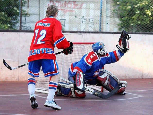 Dotáhne brankářský mág Baráth svůj tým do play off také v nejvyrovnanějším ročníku I. AHL v historii?