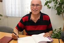 Jiří Matula na Milé sedmi loupežníků pracoval s přestávkami necelý rok.