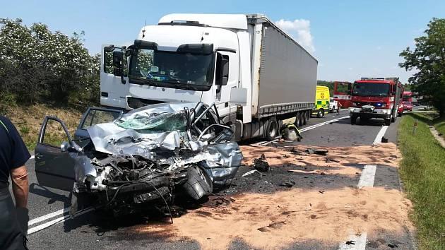 Tragická dopravní nehoda u Nové Vsi na Mělnicku.