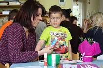 Děti z mateřské školy v Lužci nad Vltavou si pro své maminky připravily už na úterní odpoledne besídku.